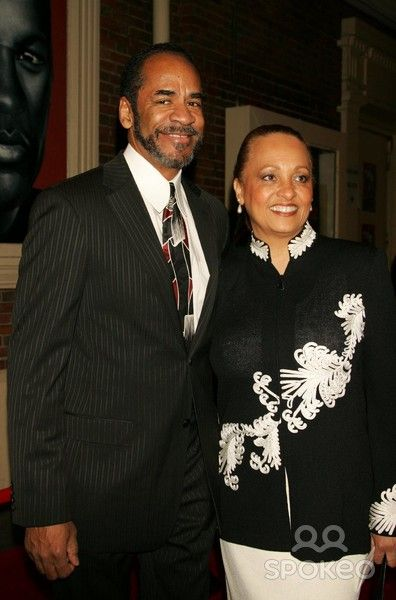 Tim Reid &Daphne Maxwell Reid married December 4, 1982 -- 32 years!  <3  Hmm...I'm thinking Daphne Maxwell Reid would make a good inspiration for my heroine's mother.