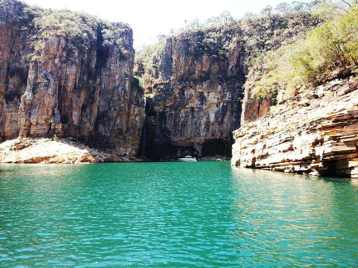 Cânion Lago de Furnas, Capitólio, Minas Gerais - roteiro ecoturismo Brasil. Água azul, pedras, natureza, viagem
