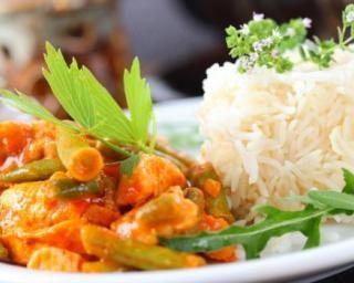 Curry light de dinde aux légumes : http://www.fourchette-et-bikini.fr/recettes/recettes-minceur/curry-light-de-dinde-aux-legumes.html