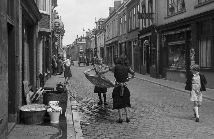 Utecht - Wijk C, Willemstraat - 1942 - fotograaf Nico Jesse