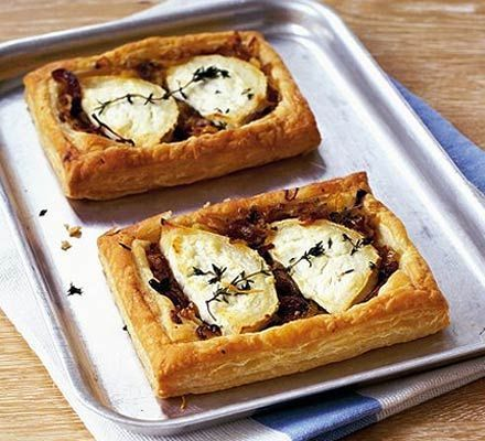 Simple goat's cheese and onion tartlets... delicious!