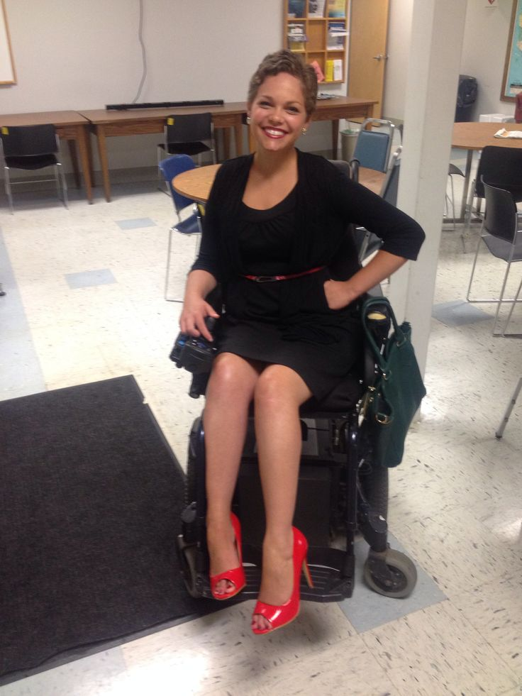 Paraplegic wearing high heels 1