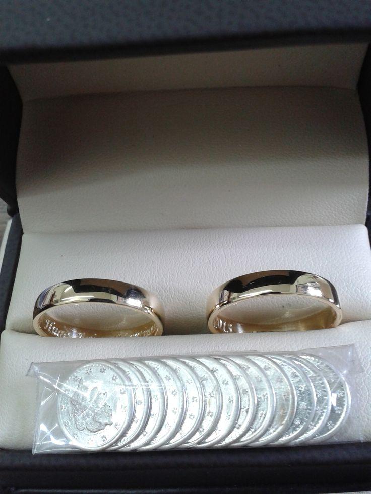 Argollas para matrimonio, fabricadas con oro amarillo de 18 kilates, y arras en plata ley 1.000