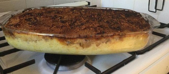 Een ovenschotel van aardappelpuree, zuurkool, gehakt en ananas. M'n moeder maakte dit vroeger heel vaak, en het was altijd bijzonder smullen!