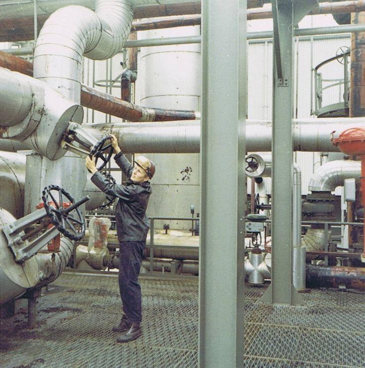 Als jonge operator werkzaam op de naftacracker bij de Shell te Pernis