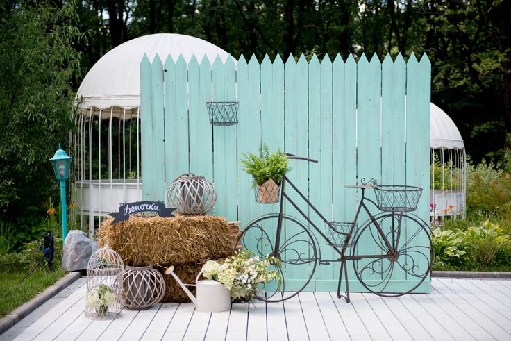 wedding decor, wedding photo zone, rustic style, hay in wedding decor, fence in…