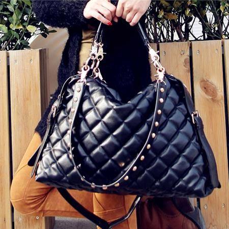 Jakarta TF257 177.000 Bahan= Pu Leather, Ukuran= 35,5 x 26 x 11,5cm, Penutup= Resleting, Tali Panjang= Ada (0.83kg)