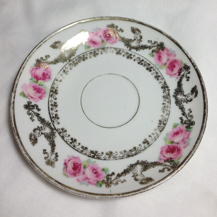 No idea where this mystery saucer came from--it makes me think of an ornate wedding cake. I suspect it's part of the remains of something great Uncle John brought back from Japan in the forties.