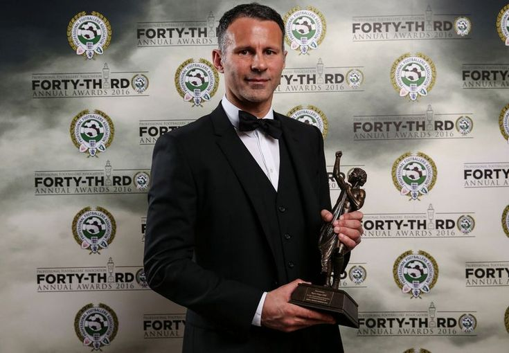Ryan Giggs receives PFA Merit 2016 award | Ryan Giggs | Manchester United & Wales