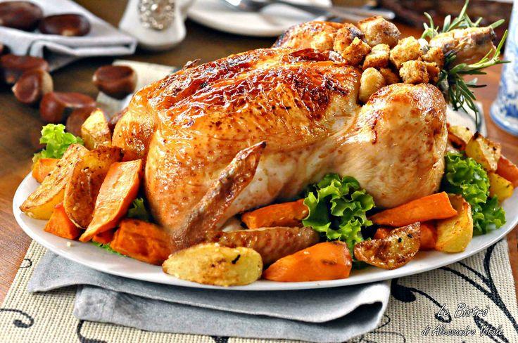 Il Tacchino farcito è un secondo piatto tipico dell'America del giorno del Ringraziamento. Una vera delizia per il palato e per l'occhio.