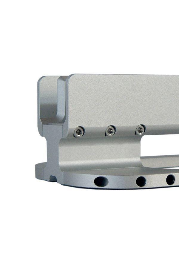 BALMUDA Floater | 全てのボディーがアルミニウム削り出しから。表面は、陽極酸化皮膜処理が施されています。