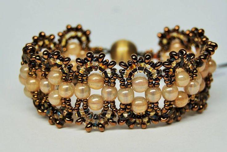 Bransoletka z perełek, Toho i magatama. Zapytaj o dostępność na zamówienie w sklepie http://www.korallove.com
