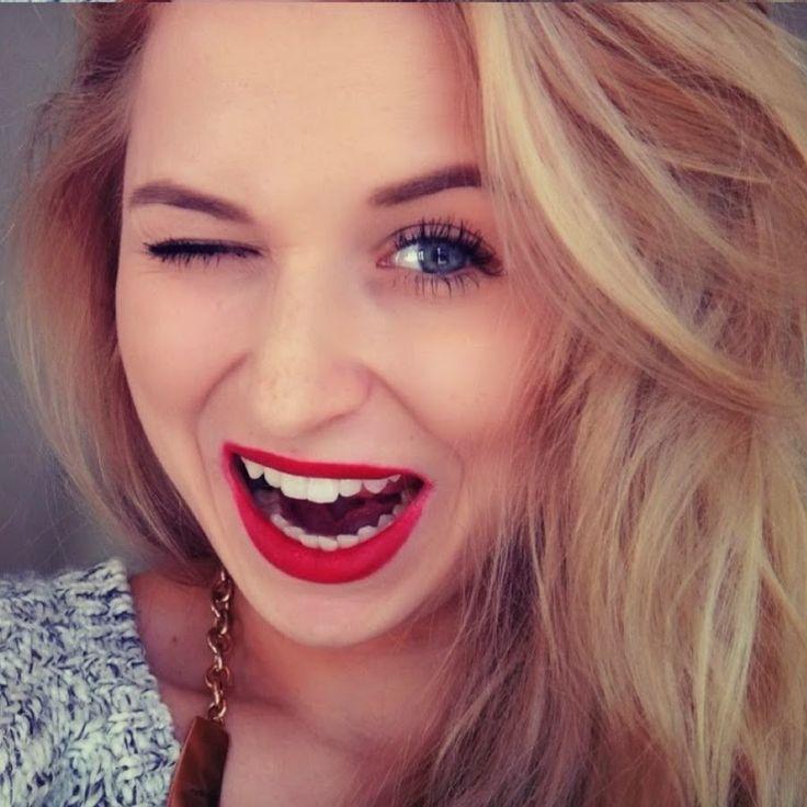 Nicol Shopaholic- Czech Vloger