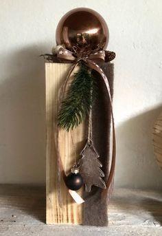 Kugel aus Kupfer auf Holzklotz #Holz #ideen #Esstisch #Diy #Wandverkleidung  – Weihnachtsdeko Holz