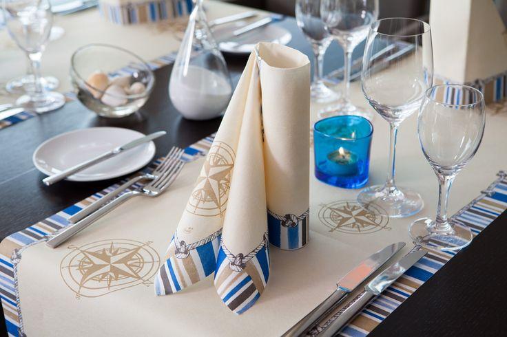 Cream und Blau, Farben die optimal zusammen passen. Hier finden Sie eine tolle Idee für ein maritimes Tischgedeck. Für Wasserfans die optimale Tischdekoration für die Geburtstagsfeier. #Kompass #Cream #Blau #Servietten #Tischläufer #Kombination #Meer #See #Wasser #Geburtstag #Jubiläum #Tischdekoration #Hertie #Duni