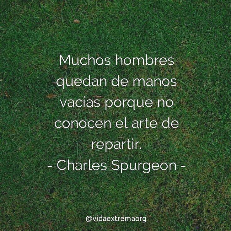 Muchos hombres quedan con las manos vacías porque no conocen el arte de repartir. - Charles Spurgeon.  #FrasesDeBendicion #FrasesCristianas #VidaExtremaOrg