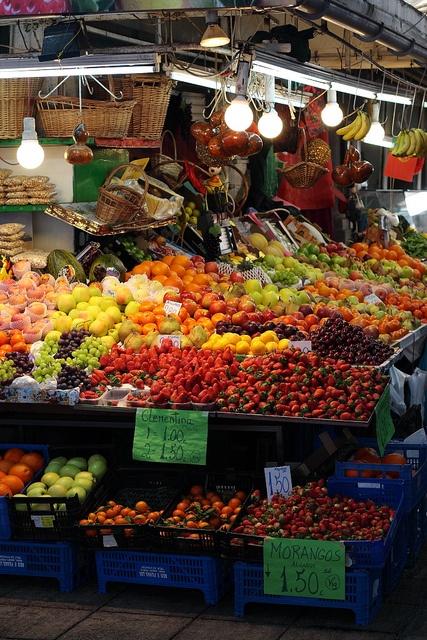 Market, Porto http://www.travelandtransitions.com/destinations/destination-advice/europe/