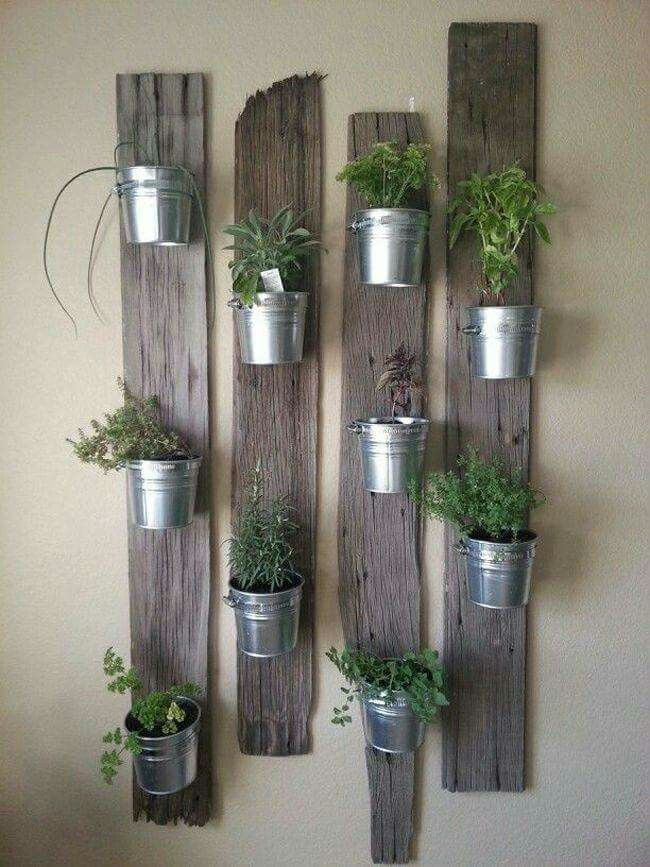Rustic, repurposed hanging garden planters made with reclaimed wood and mason jars. Love.