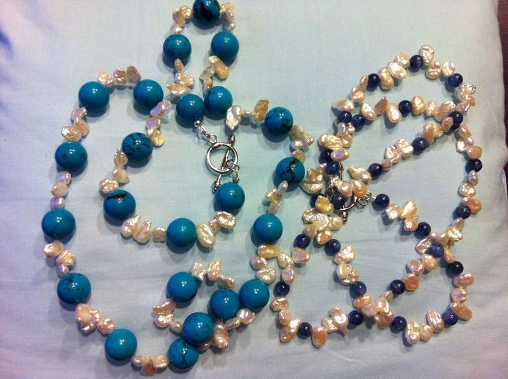 (27 e 28) Collane di turchese e perle Keshi d'acqua dolce (sx) e di cianite con perle Keshi d'acqua dolce (dx)