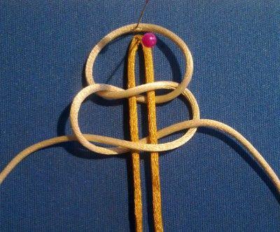 Flach-Platting mit Kreuzknoten , Schritt für Schritt Anleitung für Knoten
