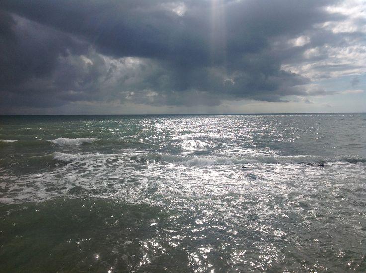 Un raggio di Sole tra le nuvole, pre baciare le onde del Mare....Ostia Lido