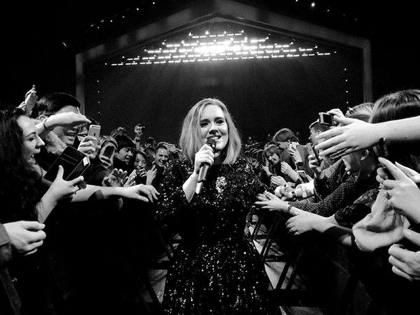 17 Moments From Adele's Tour That'll Totally Make You Smile - http://www.popularaz.com/17-moments-from-adeles-tour-thatll-totally-make-you-smile/