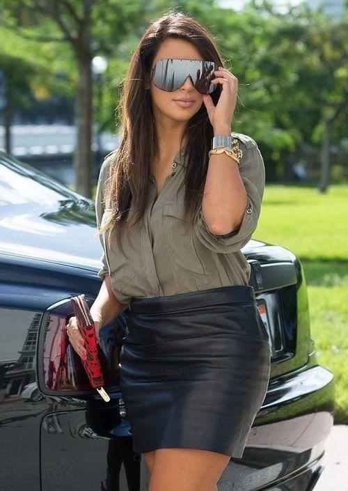 Kim Kardashian street style with leather skirt    1      1