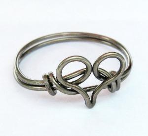 .Pretty Rings, Gunmetal Heart, Dapper Fashion, Wire Heart, Heart Rings, Diy Jewelry, Metals Heart, Wire Bracelets, Silver Rings