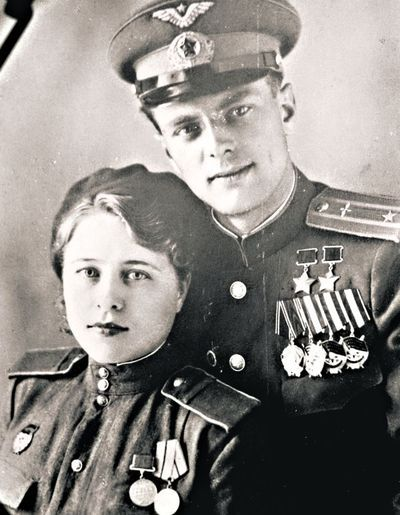 """""""We served in the same regiment he came in 1943, a second lieutenant, and by the end of the war was a major, squadron commander, Hero of the Soviet Union, twice awarded the"""" Gold Star """". And I - Sergeant """"- says Catherine M., widow of the legendary pilot ¬-attack aircraft Anatoly Nedbailo (made 219 sorties. - Ed.). together with friends oruzheynitsa Kate engaged not women's work: hung from the IL-¬ 2 guns and bombs weighing 100-200 kg, and charged the pilots guns."""