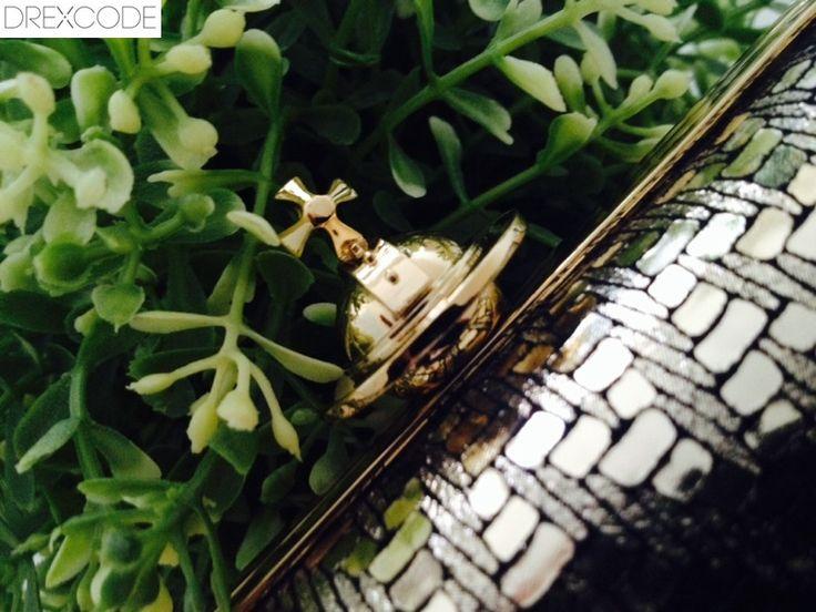 """Clutch """"Grace"""" by Vivienne Westwood!  Noleggiale sul Drexcode.com!"""