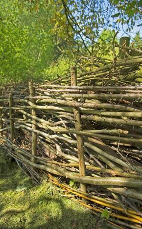 Cute Benjeshecke Totholzhecke u anlegen Bauanleitung Tierschutz Bauernhof GartenGartendeko HolzSichtschutz