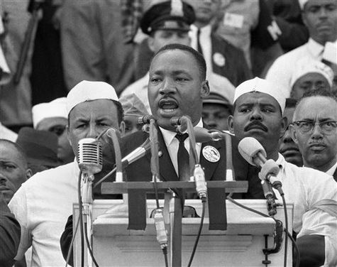 """28/08/2013 : Les Etats-Unis célèbrent l'anniversaire du discours de Martin Luther King, """"J'ai fait un rêve"""" cinquante ans après la """"Marche sur Washington"""", à l'issue de laquelle il avait été prononcé. LIRE SUR http://www.la-croix.com/Actualite/Monde/I-Have-A-Dream-le-discours-de-Martin-Luther-King-fete-ses-50-ans-2013-08-28-1003338"""