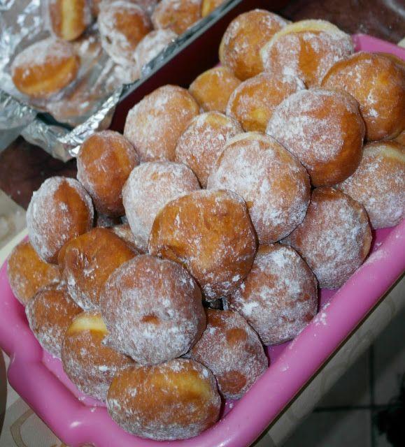 Swojskie jedzonko: Pączki drożdżowe bardzo stary i sprawdzony przepis...