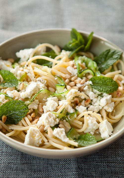 pasta met courgette, feta en munt