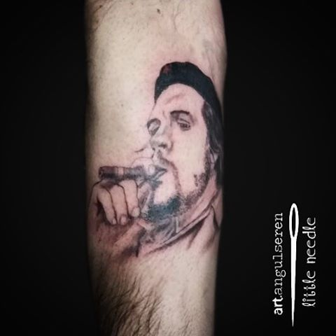 #ernesto #che #guevara #tattoo #tattooartist #sarıyerdövme #sarıyertattoo #msgsü #koçüniversitesi #puro #erkek #dövme #model #portre #portrait http://turkrazzi.com/ipost/1524894714473998036/?code=BUpg6ngF-bU