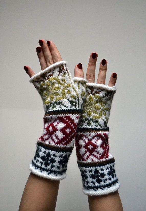 Wool Fingerless Gloves White Knit Fingerless gloves by lyralyra