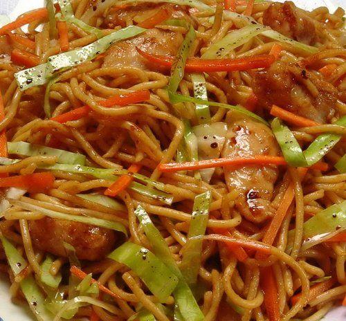 Gyorsan elkészíthető tésztaétel, a keleti ízvilág kedvelőinek.  Hozzávalók:  kevés vaj a pároláshoz 30 dkg mirelit vagy friss zöldségkeverék 2 nagy fej hagyma kevés fehérbors, vegeta,…