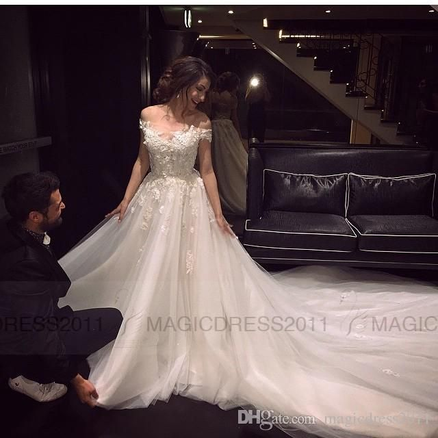 2016 Lace Wedding Dresses Elegant Bateau Bridal Gowns A-Line Appliques Short Sleeve Wedding Gown Court Train Bridal Dress Arabic Online with $124.4/Piece on Magicdress2011's Store | DHgate.com
