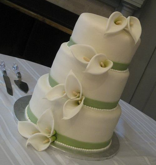 simple round wedding cakes with calla lily Wonderful Round Wedding Cakes