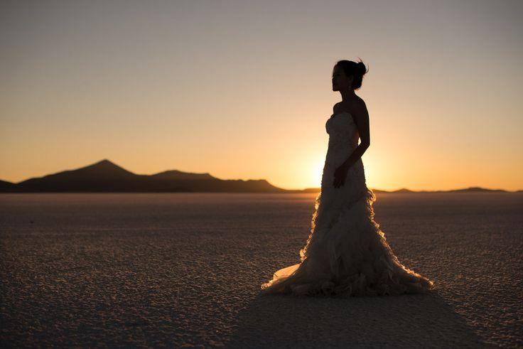Uyuni Salt Flats Pre-wedding Photoshoots Pkl Fotografía  © Pankkara Larrea 2016 https://pklfotografia.com
