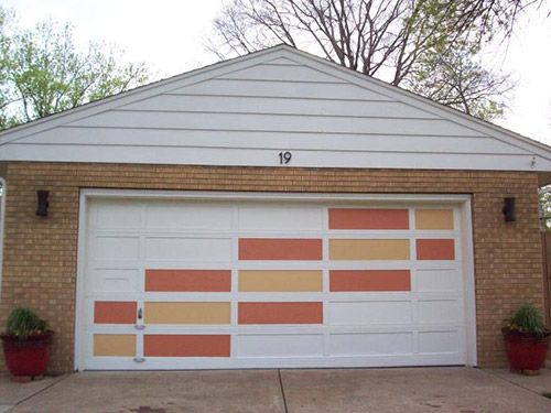 Are you looking for a cheap, cheerful and high impact way to add some instant curb appeal to the front of your house this season? We love this idea — reader MidCenturyThriftyGal shows us how she used our favorite mid century paint collection to transform her plain garage door into a cheery mid century modern garage door.  Create a modern garage door with this easy DIY idea - Retro Renovation