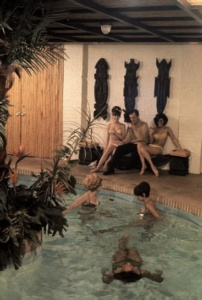 SEXO Y FUEGOS ARTIFICIALES:LA DECORACIÓN DE LAS MANSIONES PLAYBOY  http://www.culturamas.es/ocio/2012/05/07/sexo-y-fuegos-artificiales-la-decoracion-de-las-mansiones-playboy/: Playboy Mansions, Mansiones Playboy, Vintage Playboy, Las Mansions, Mansions Playboy, Playboy Club, Playboy Bunnies, 1960