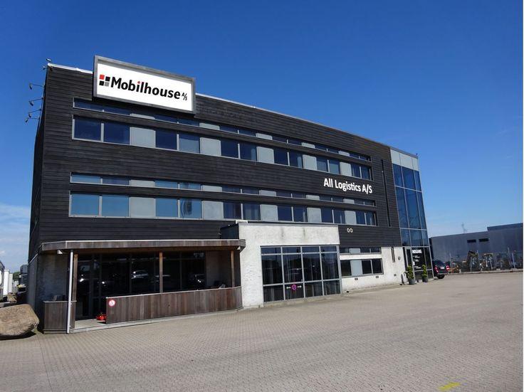 Mobilhouse blev stiftet i 1961, og har siden udviklet sig til at være en virksomhed med et bredt sortiment inden for pavilloner, skurvogne og moduler. Vi er leveringsdygtige indenfor alle typer af skurvogne til byggebranchen, herunder mandskabsvogne, beboelsesvogne, kontorvogne, toiletvogne … Fortsættes