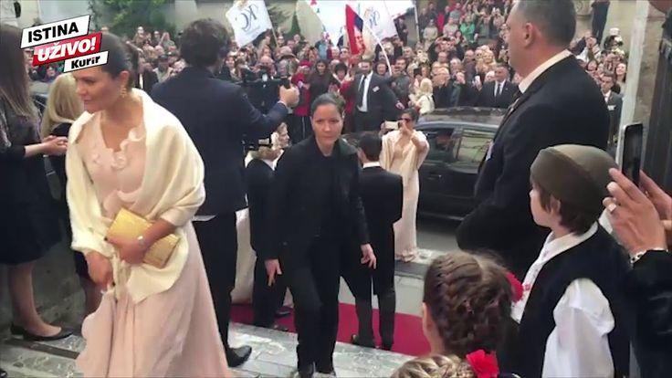 Mladenci dočekuju goste, stigli Aleksandar II Karađorđević i princeza Ka...