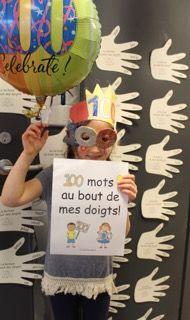 """Les élèves ont lu les 100 mots affichés sur les """"mains"""" dans la classe! Quelle belle journée!"""