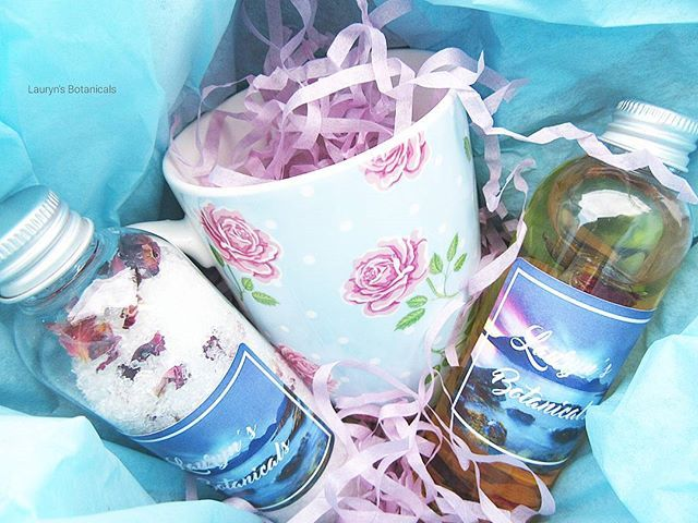 Good Morning IG! I hope everyone is having an amazing day as it is #friday  Here in #london and the weather has turned abit wet and cold. You can find on #etsy and get a little #pampering from our #naturalskincare  #gift #giftsforher #giftideas #bathgiftset #laurynsbotanicals #coffeemug #bathsalts #bathoil #coffee #bathsoak #aromatherapy