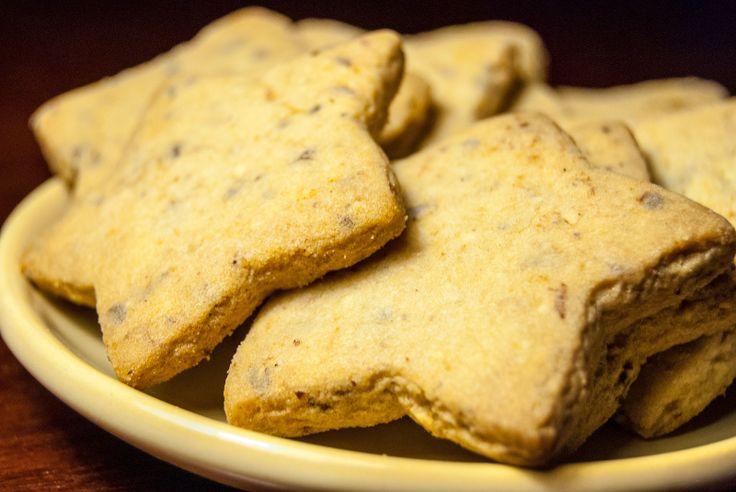 Êtes-vous dans l'ambiance du temps des fêtes? Ces délicieux biscuits sablés à la cannelle sauront certainement vous mettre dans l'ambiance :)