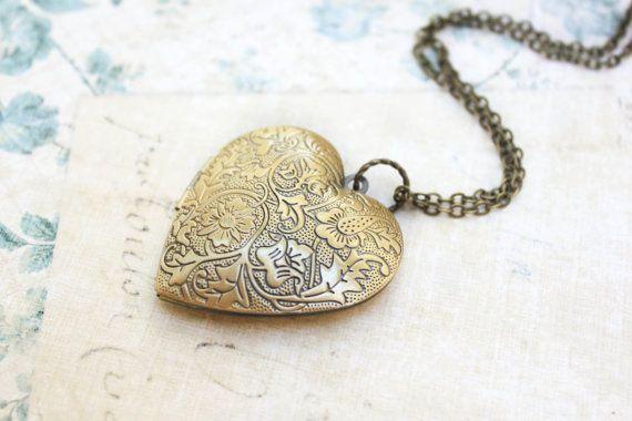 Groot hart medaillon ketting goud bloemen foto door apocketofposies
