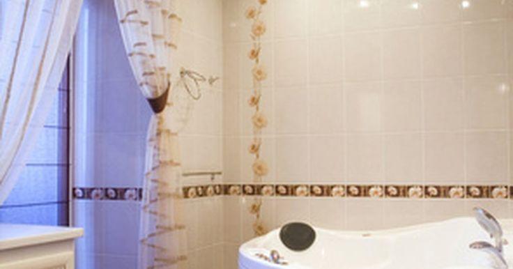 Las dimensiones promedio de baños principales en suite. El baño principal ha pasado de ser un simple armario de inodoro para adultos en una casa a un centro de relajación y lujo. El propósito agregado de lujo acoge más que necesidades.
