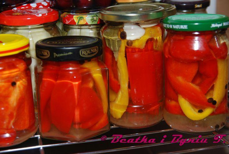 Czerwona i żólta papryka 4 szklanki wody 1 szklanka octu łyżka soli 5 łyżek